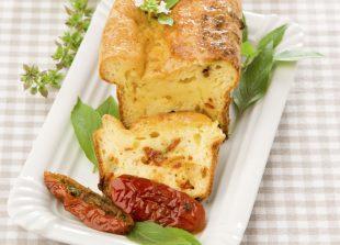 Cake aux tomates séchées et aux Crottins - Sèvre & Belle