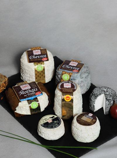 Fromage de chèvre au lait cru moulés à la louche - gamme coupe - Sèvre et Belle
